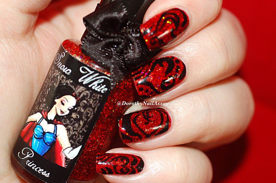Heart nail art on Esmaltes Da Kelly Snow white red glitters  DorothyNailAssay   Des vernis, de la musique, des tests et des expérimentations à tout va!