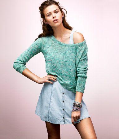 Short, fine-knit sweater in melange yarn.