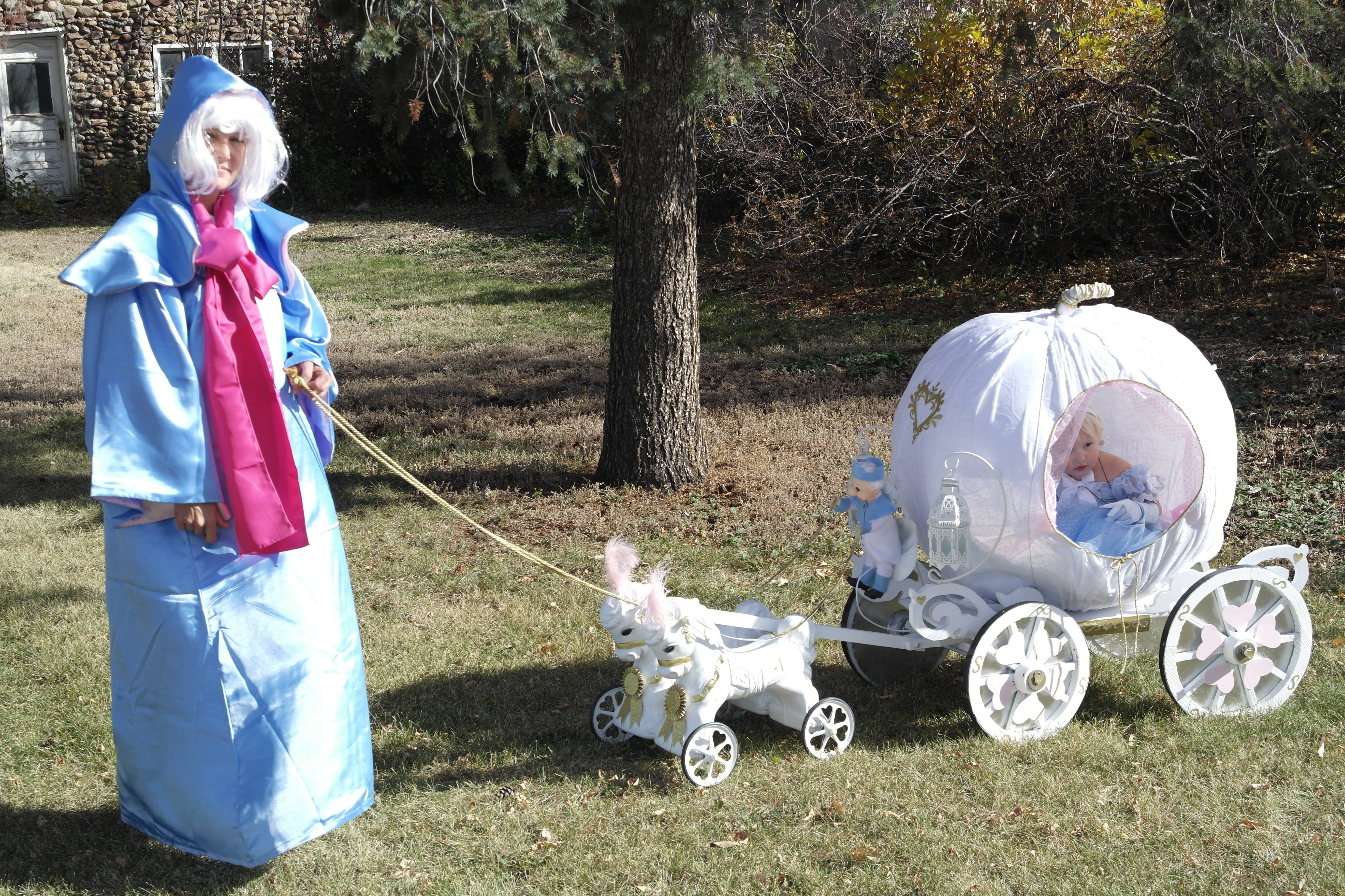 Cinderella S Pumpkin Coach Complete With Horses And Coachman Halloween 2014 Did I Mention I Had Working Lanterns Cenicienta Obras De Teatro