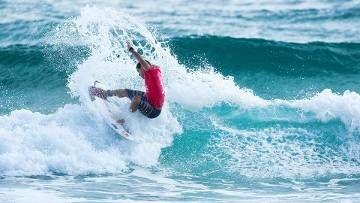 Após dez dias, etapa do Mundial de Surfe volta com vitórias de Mineirinho e campeões mundiais