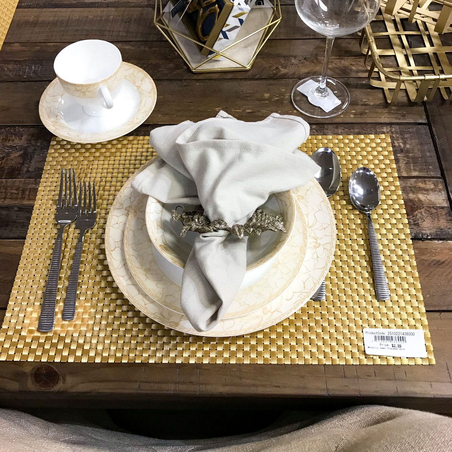 Dinner Setting With Placemat Dinner Plate Salad Plate Bowl Napkin And Silverware Plates And Bowls Plates Table Centerpieces