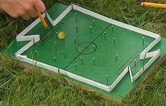 tisch fu ballspiel bastelideen kindergeburtstag fu ball kinder party spiele und fussball. Black Bedroom Furniture Sets. Home Design Ideas