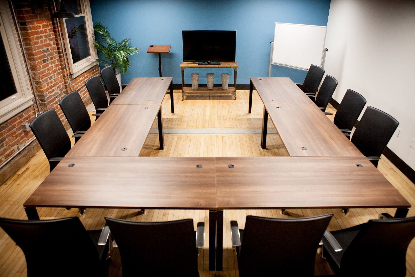 Meeting room 1600 1067 conference room for Conference room setup ideas