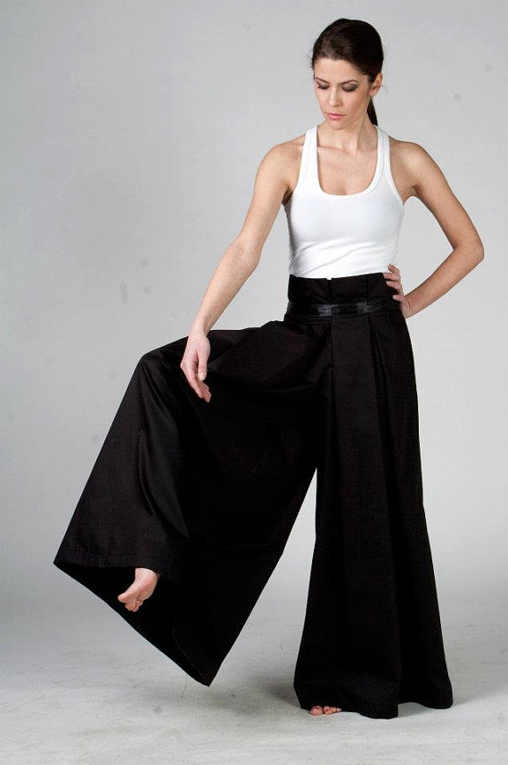 bbfe28d30 This black maxi pants remind us of Japan. They are sexy and very  stylish.One tip: combine them with a causal white top