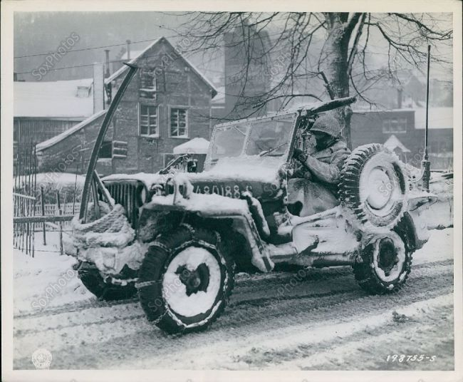 1945 01 19 30th division jeep belgium snow1 willys jeep pinterest v hicules militaires. Black Bedroom Furniture Sets. Home Design Ideas