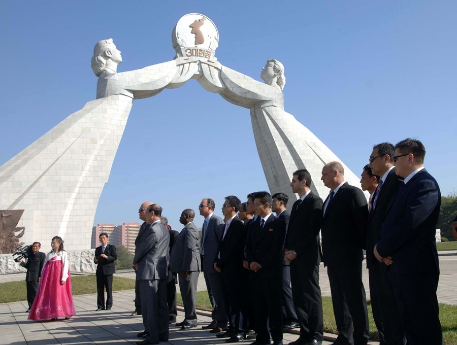 여러 나라 대사관 문화 및 친선관계일군들 조국통일3대헌장기념탑 참관