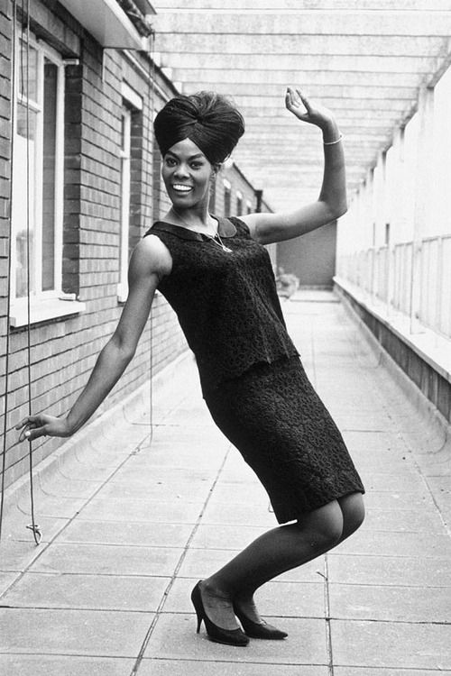 Dionne Warwick In London 1964 With Images Women In Music