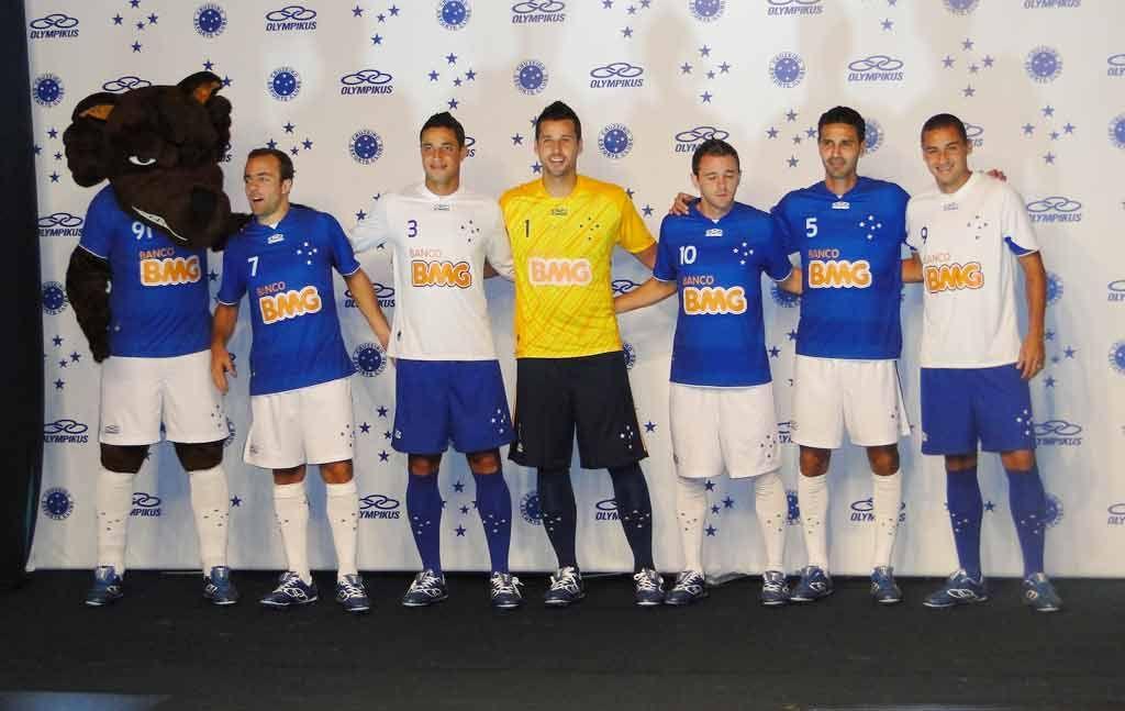 Cruzeiro Lanca Novos Uniformes Para A Temporada 2012 Globoesporte Com Novos Uniformes Cruzeiro Uniforme