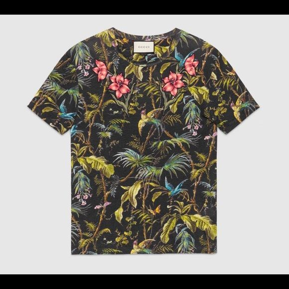 4593207e4 Men's Gucci Embroidered Floral Print T-Shirt 100% Authentic Retail $670.00  Size:XL w/tags attached Made in Italy Fit: Regular DRY CLEAN ONLY!!! Gucci  Shirts ...