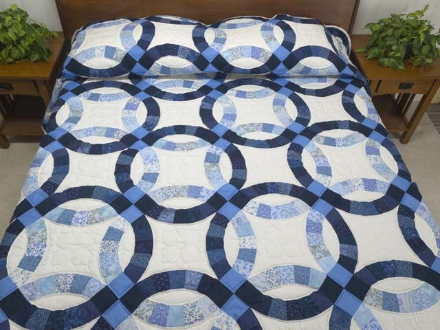 double ring quilt | Double Wedding Ring Quilt -- superb well made ...