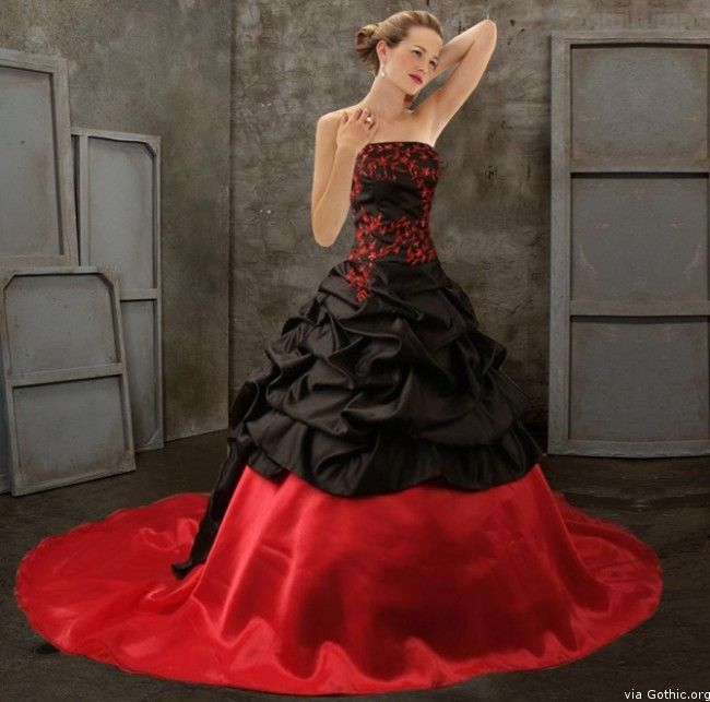 Blood Pond Gothic Wedding Gown this is THE dress ohhh its sooo lovely