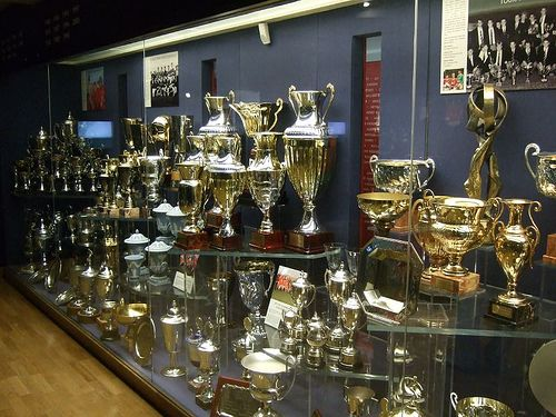 Man United Trophy Cabinet Trophy Cabinets Liverpool Vs Manchester United Award Display