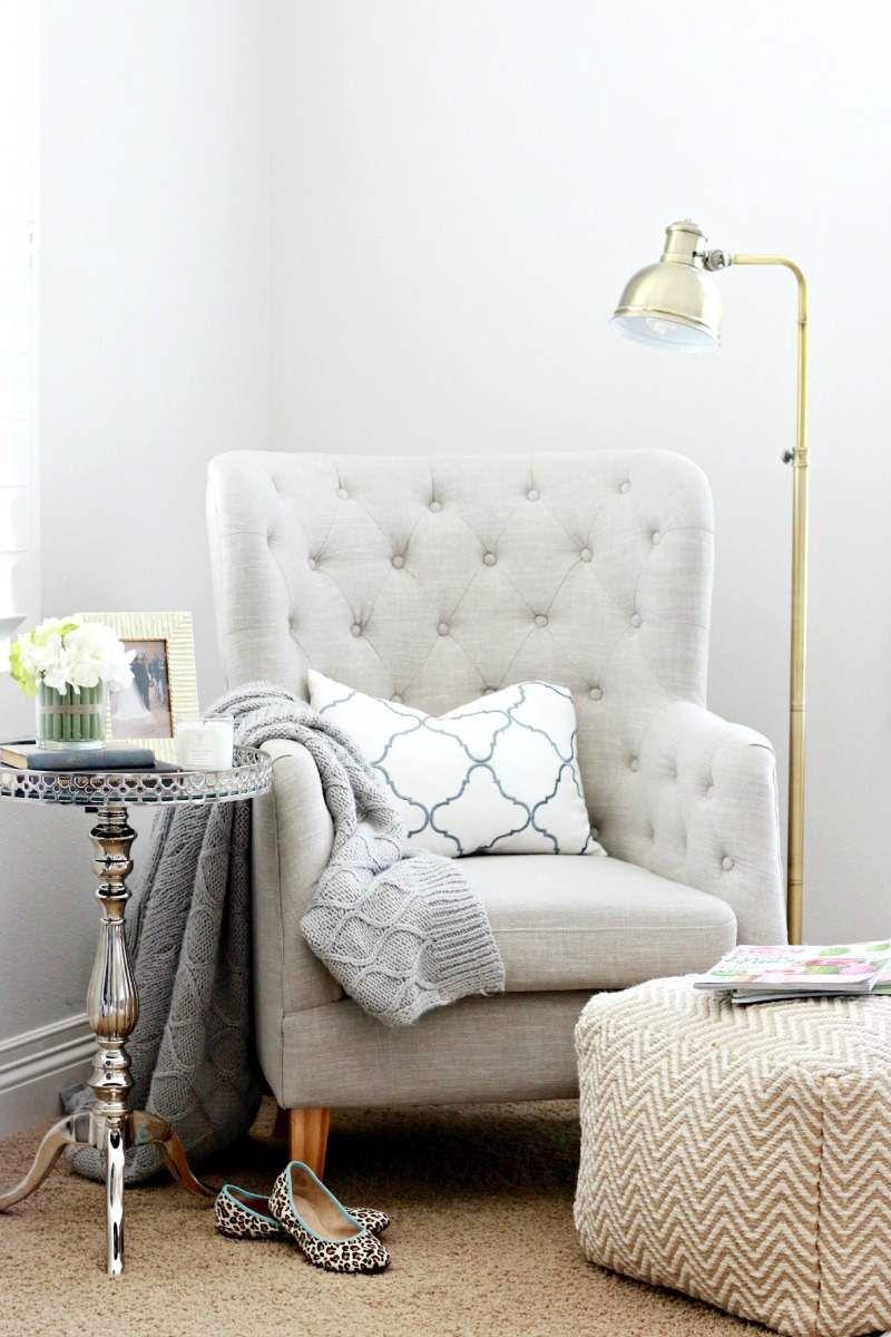 coin de lecture élégant-guéridon-métal-fauteuil-tissu-gris-perle