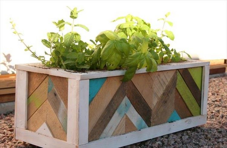 Planter boxes out of pallets planters mom and boxes for How to make a flower box out of pallets