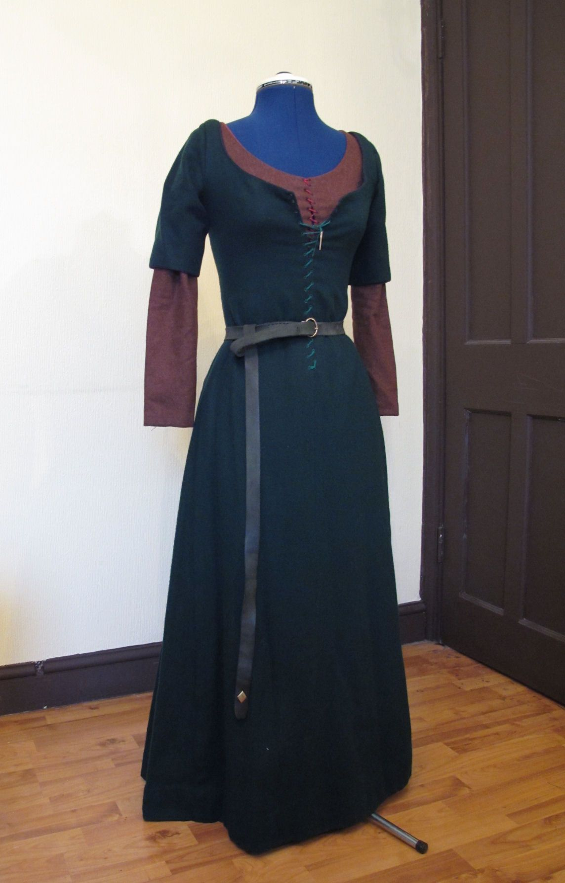 My over kirtle with under kirtle  | Dress Ideas in 2019