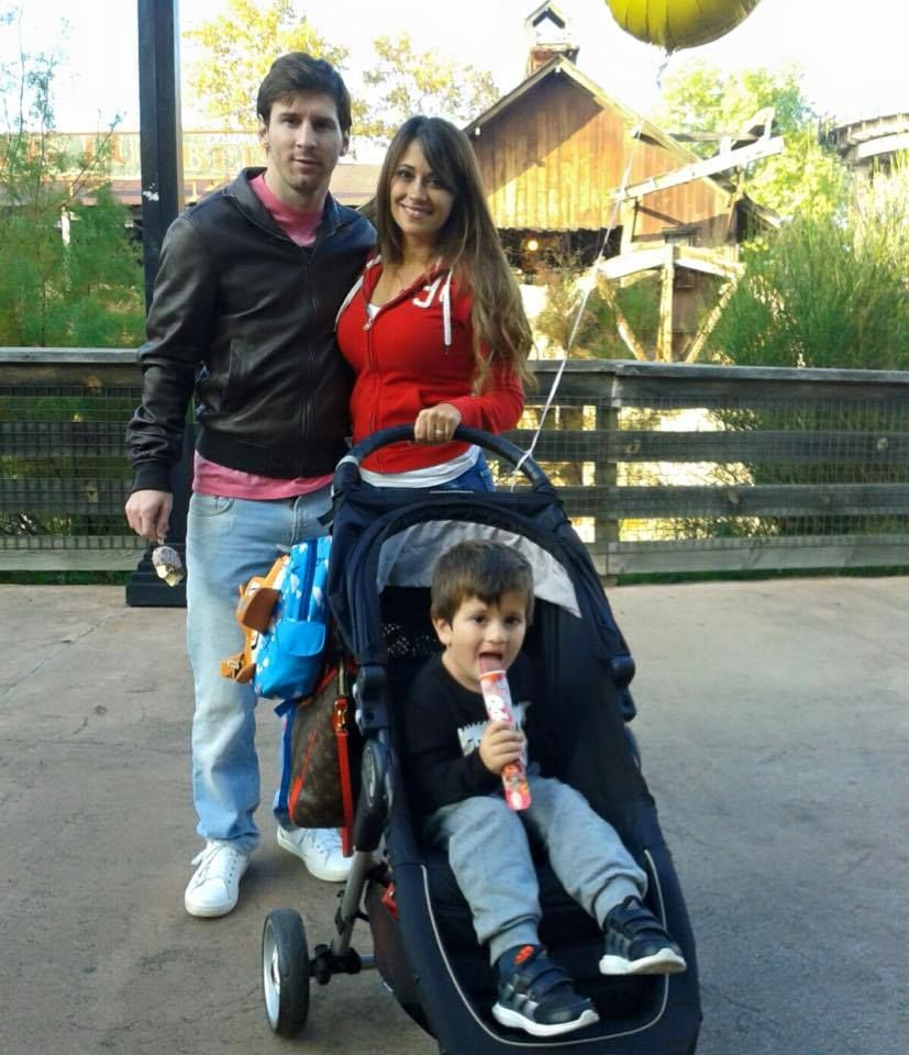 #Leo_Messi with wife and son