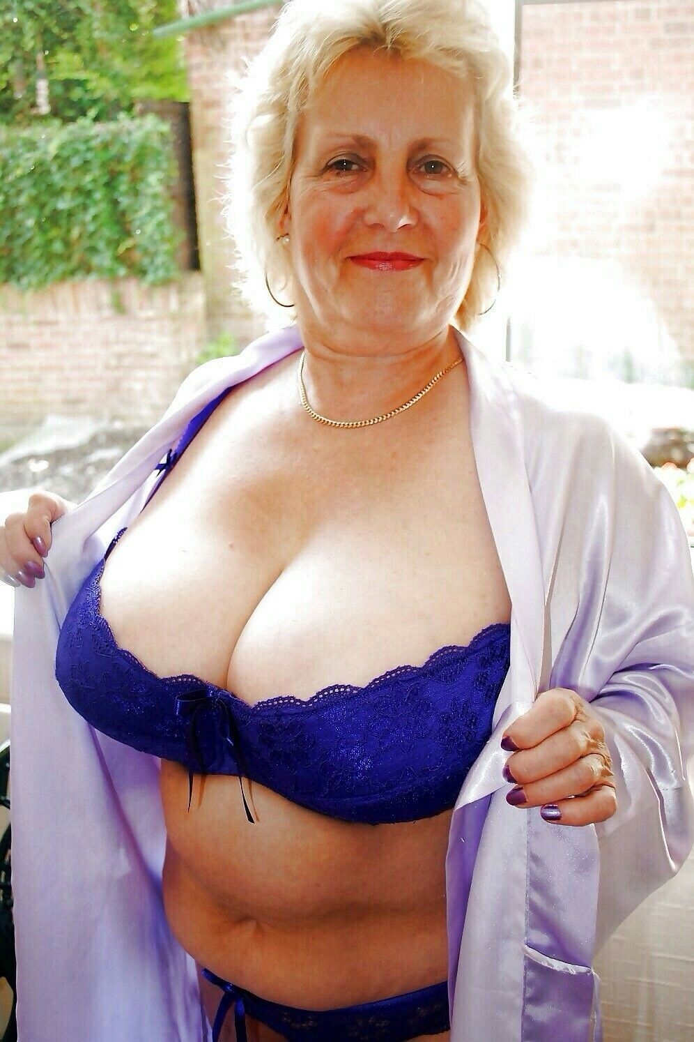 Busty mature blonde nicole