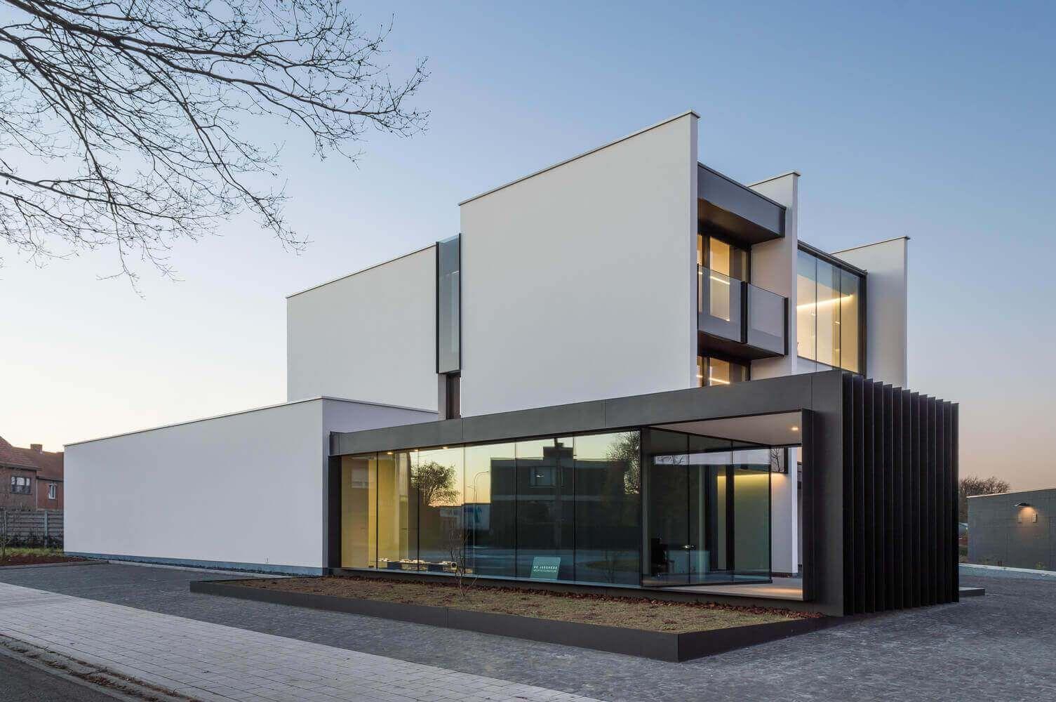 Sensacional cuadrada y minimalista fachadas for Foto casa minimalista
