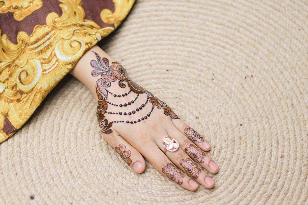 Like and share! #jewellery #henna #art #girl