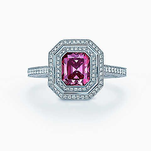 Ring in platinum with a 1.14-carat Fancy Deep Pink diamond.