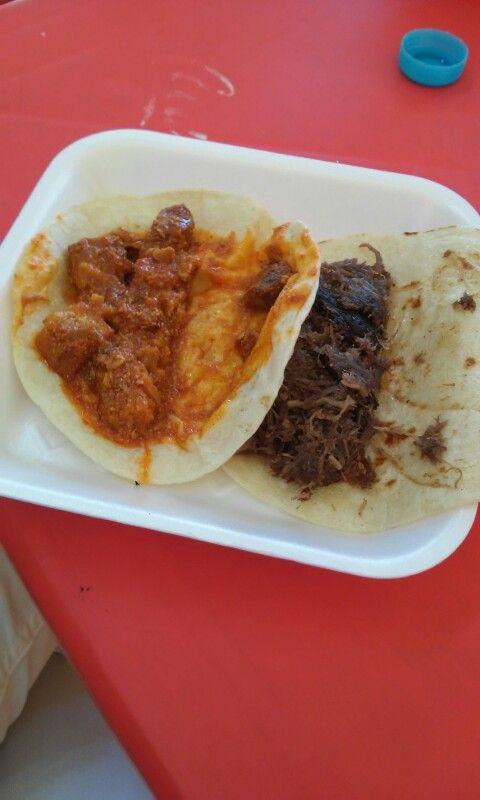 taco de barbacoa y taco de carne