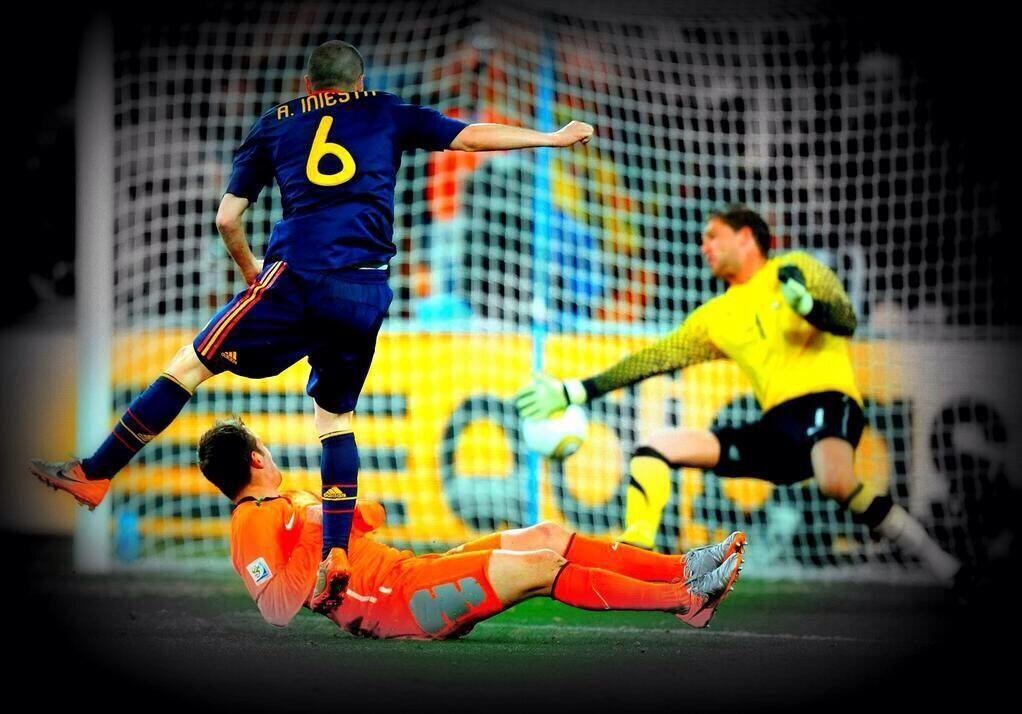 Dosis Futbolera On Twitter Iniesta Sports Memes Sports