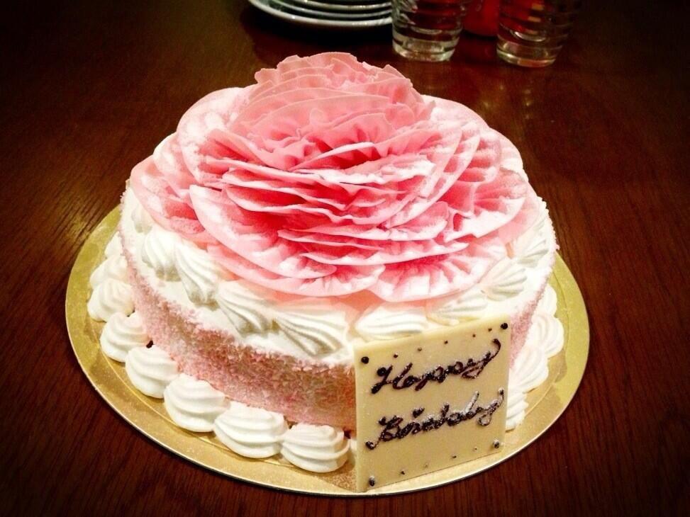 ままお誕生日おめでとぉ!このケーキめっちゃキレイ♡♡(^O^)