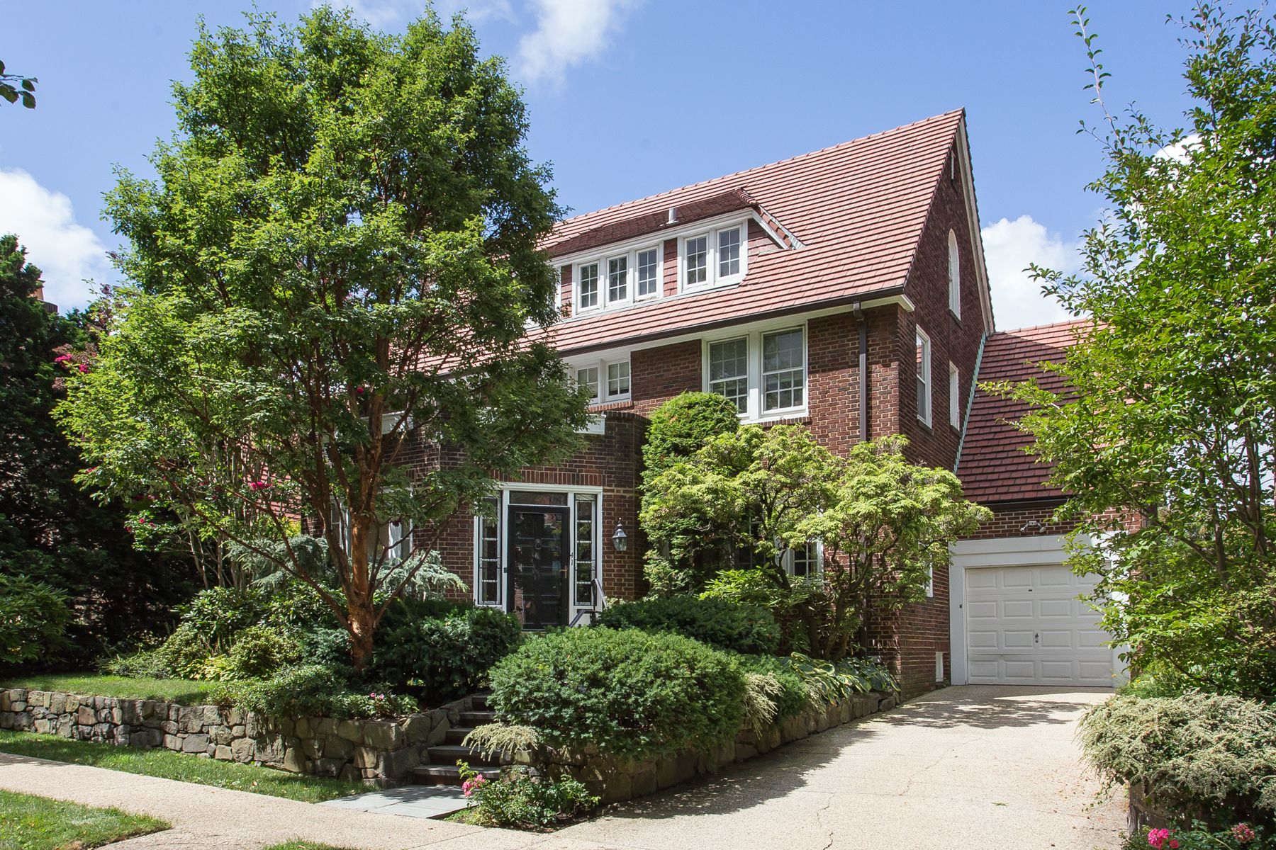 a9bccc61c6fd806f0251334ac6c512c4 - Forest Hills Gardens Real Estate Sotheby's