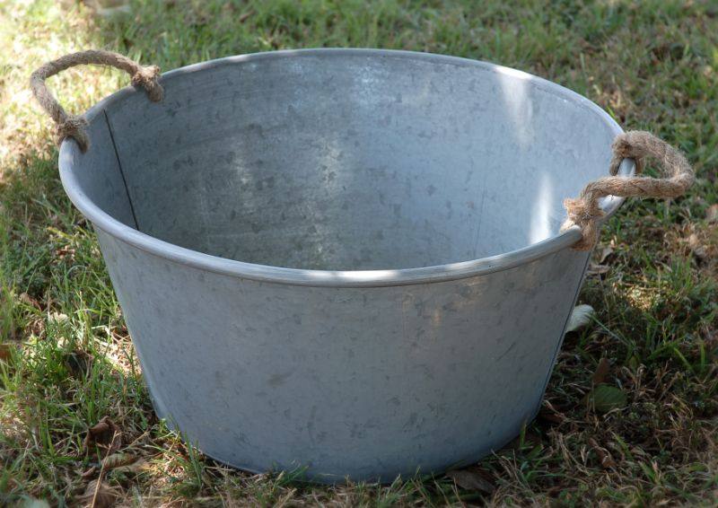 Image gallery large buckets for Large metal tub for gardening