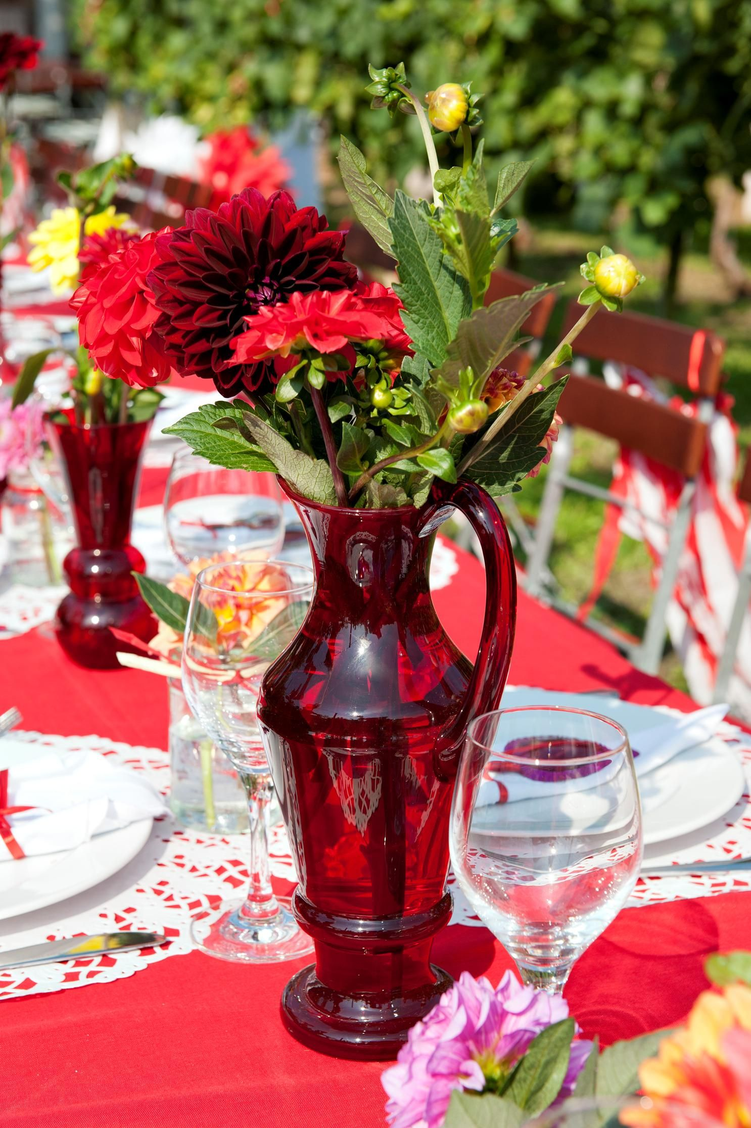 Wedding Decoration In Red And White With Flea Market Find Vases And
