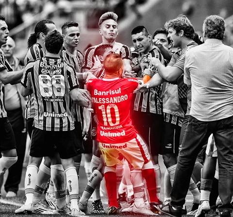 D Alessandro Enfrentando Time Do Gremio Em Grenal Internacional Futebol Clube Sport Clube Internacional Sc Internacional