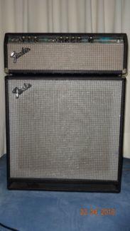 Fender Bassman 100 Mit 1x15 Fender Bassreflex Box In Mitte