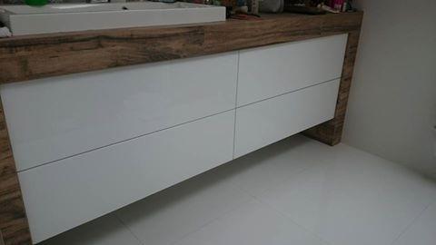 Szafka Lazienkowa Z Lakierowanymi Frontami Home Decor Furniture Decor