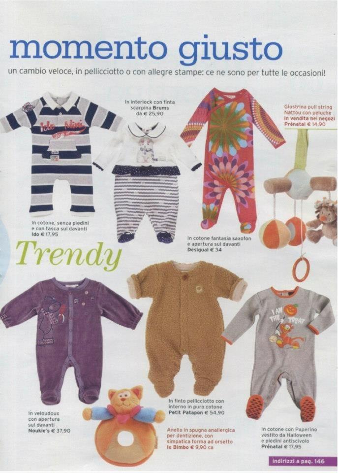 """Su """"Io e il mio bambino"""" la tutina iDO in cotone a righe blu e grigie, senza piedini e con tasca sul davanti (la prima in alto a sx)"""