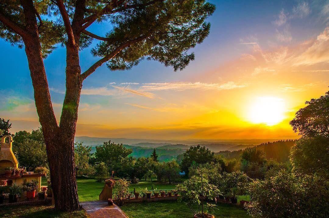Beautiful tuscany hills!  #trecento #montespertoli #toscana #firenze #flower  #desideri #spring #travel  #holiday  #vacancy #viaggiare #sunset  #nikon  #nikond90 #nikonitalia #twitter