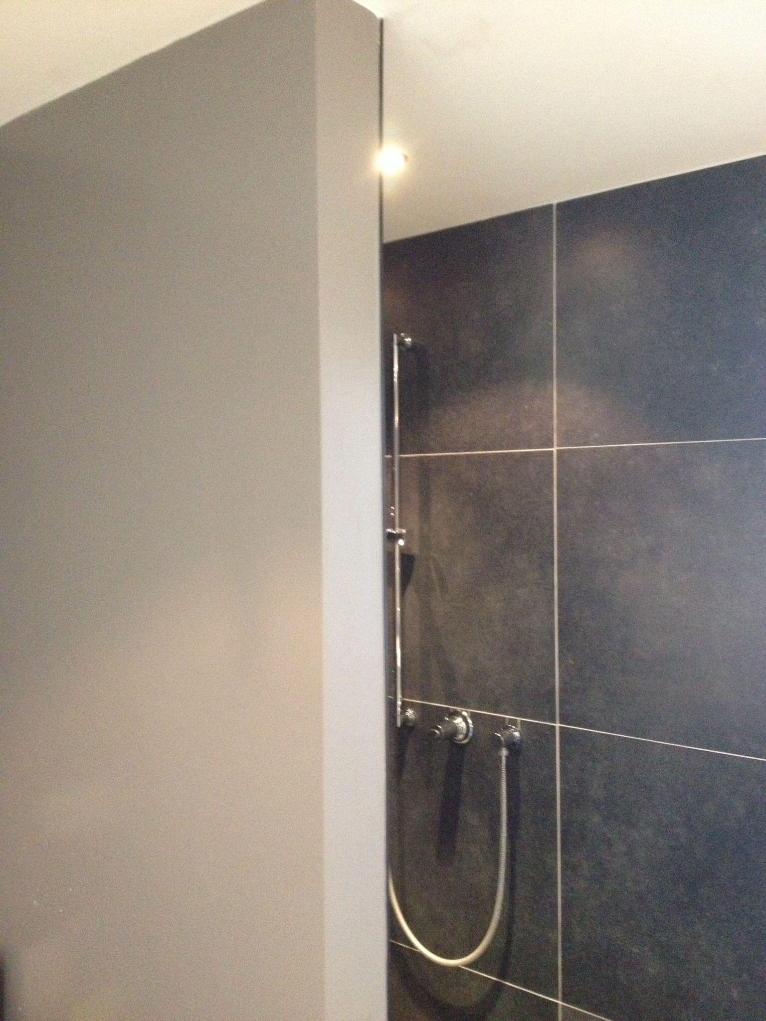 dubbele inloop douche met 1 regendouche en 1 handdouche