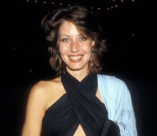 Linda Kozlowski's Complete Life Story | Greeningz | Crocdile
