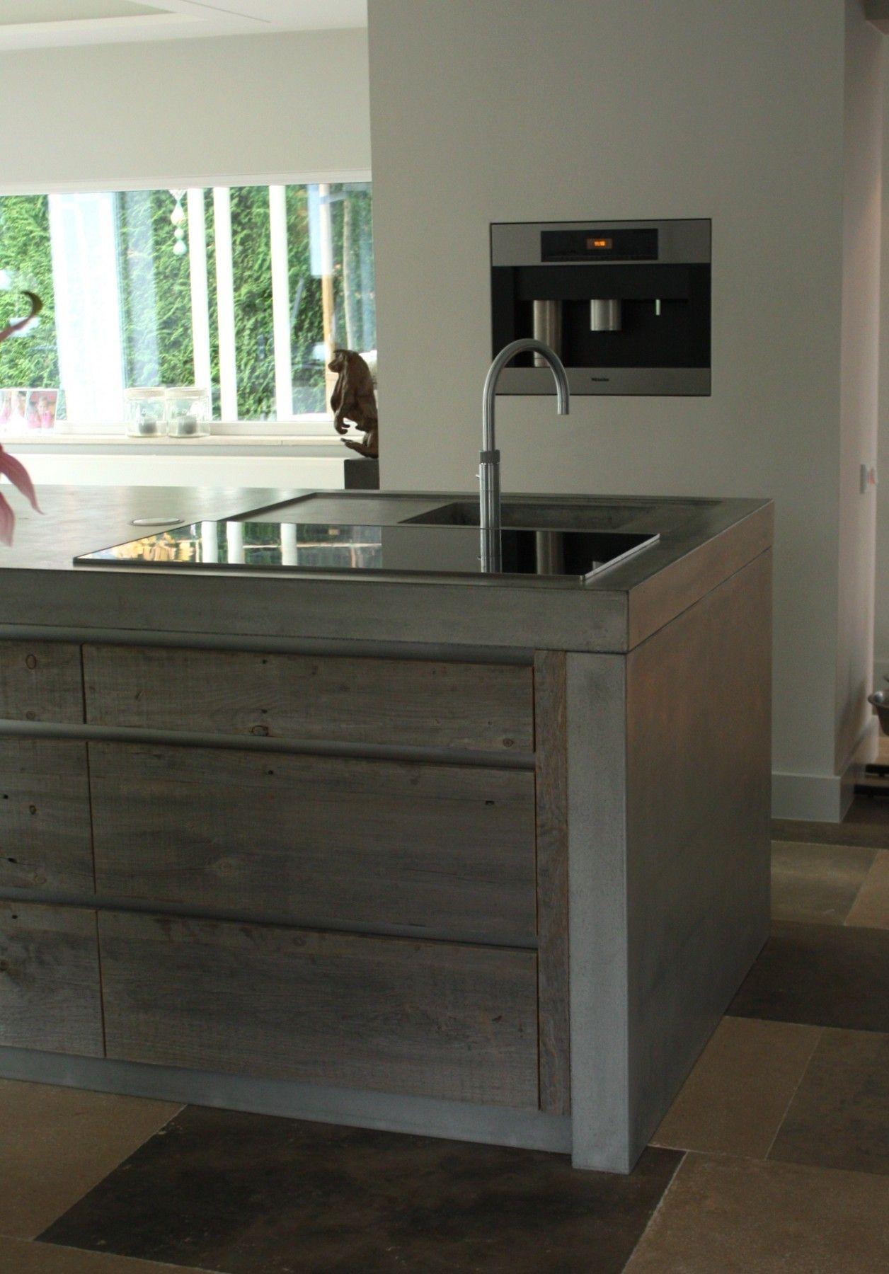 Werk eiland van oud hout en beton | ÇA-VA! INTERIEUR