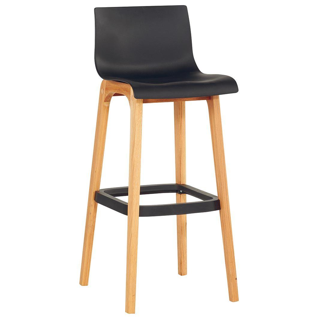 Chaise Haute Avec Des Pieds En Chene Massif Huile Et Un Recouvrement Pvc Noir Et Repose Pieds Pcv Noir Une Chaise Chaise Haute Chaise Haute Cuisine Chaise Bar