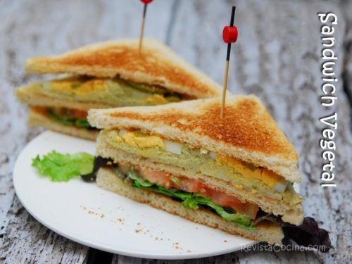 Sandwich Vegetal Con Huevo Y Pollo