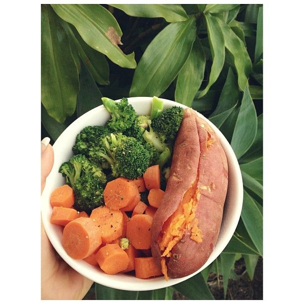 The most delicious dinner after my beautiful 9km walk  {three steamed carrots and steamed broccoli with pepper and lemon juice • whole steamed sweet potato}  I'm feeling amazing and I hope you all are too, lets make the second half of the year OURS  #vegan