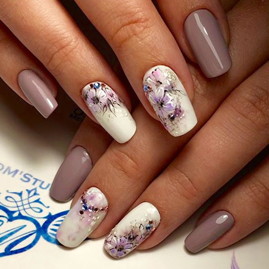pale lilac and flower motives manicures pinterest. Black Bedroom Furniture Sets. Home Design Ideas