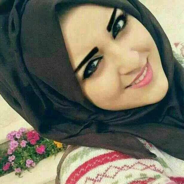 Pin By Marem K On Girls Arab Beauty Black Hijab Hijab