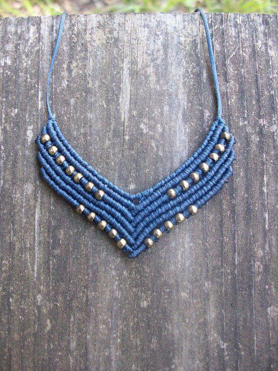 Pendentif en macramé gipsy – collier en macramé, longueur réglable, détails en laiton, style bohème, bijoux femmes