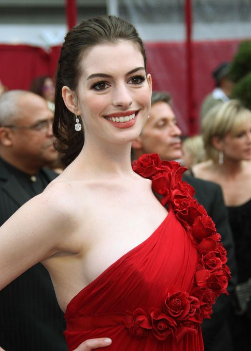 Anne Hathaway In 2019 Anne Hathaway Celebrities Prettiest Actresses