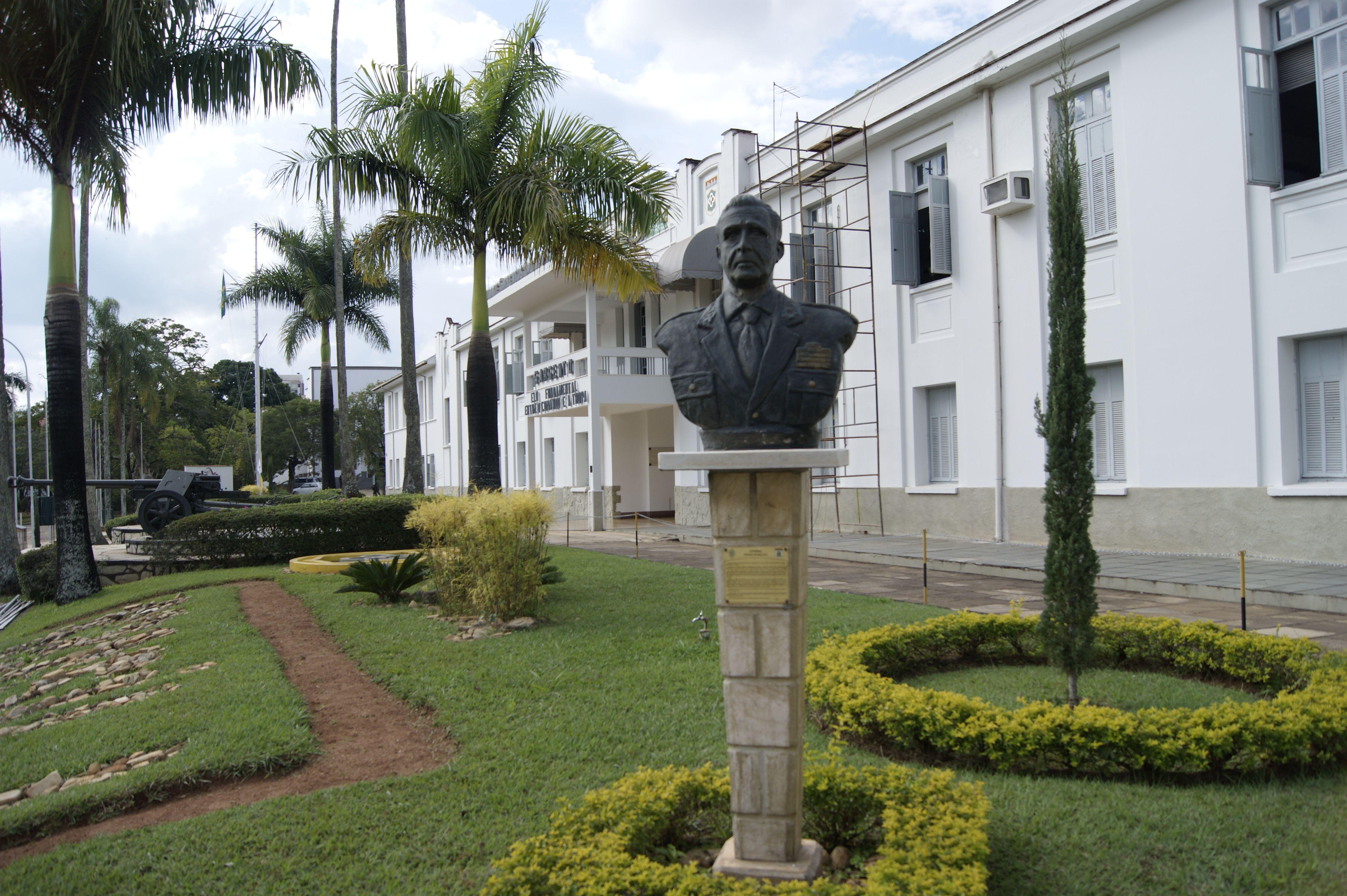 Busto General Pitaluga