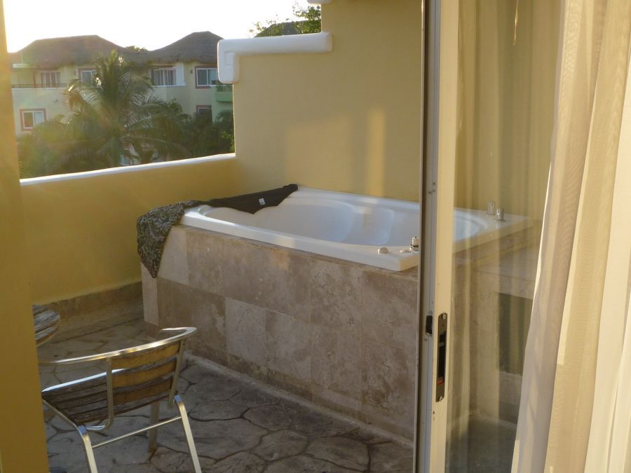 A jacuzzi hot tub on our balcony sandos caracol eco for Balcony hot tub