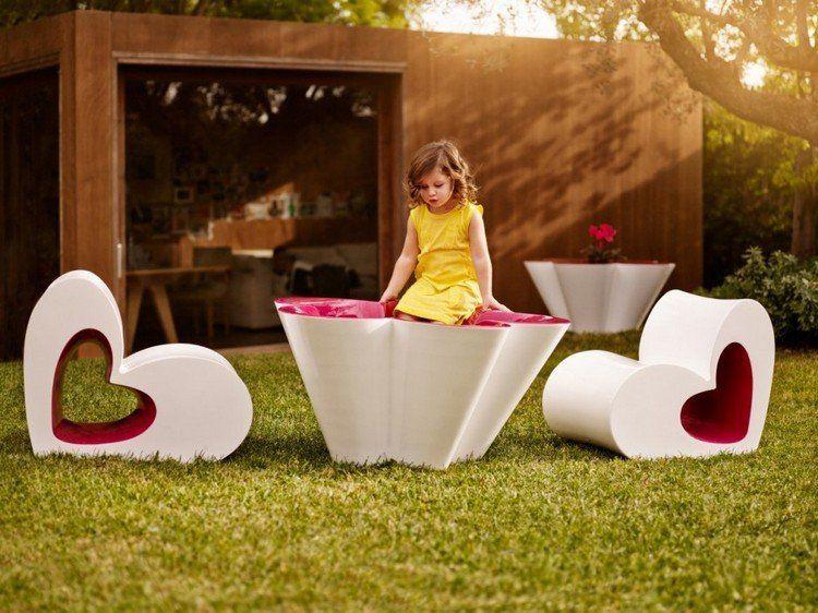 salon de jardin enfant design en blanc et rose et fauteuils en forme ...