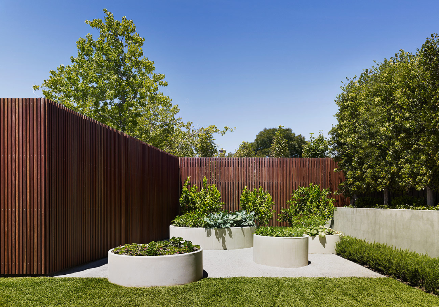 Jack merlo design more outdoor garden ideas landscape design gardening - Jack Merlo Everything About Sutherland Rd Is Fantastic Here I Love The Circular Planters