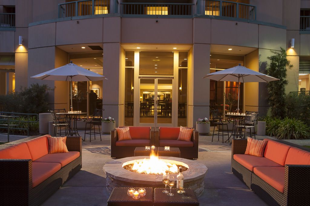 San Ramon Marriott- fire pit   Patio, Hotels room
